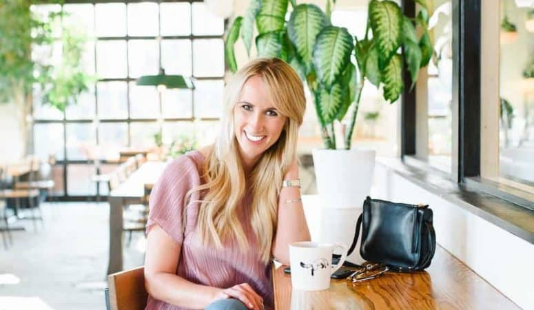 How Natalie Built A $100,000+ Blog With A Full-Time Job